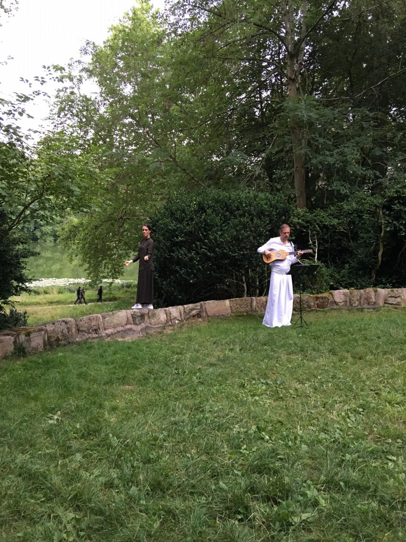 森の演奏者と歌の人
