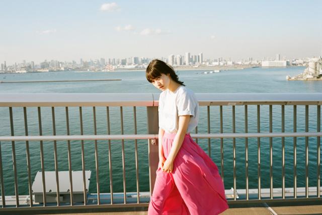 ピンクのスカートがかわいい中村ゆりか