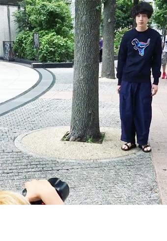 再生回数、7万を突破!坂口健太郎の撮影風景ムービー | ホットトピックス