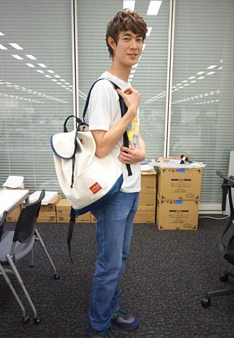 宮沢氷魚「思い出の限定Tシャツとバックパック!」_ホットトピックス