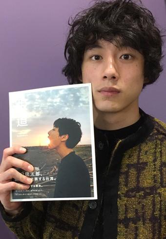 坂口健太郎フォトブック『坂道』5度目の重版出来!_ホットトピックス