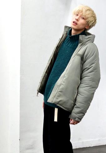 坂口健太郎「アウター、ニット、パンツ、今日はオール古着!」_ホットトピックス