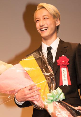 おめでとう、坂口健太郎!「エランドール賞」授賞式より_ホットトピックス