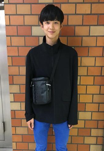 鈴木 仁「高3になりました!私服に黒が増えてきたかも…」_ホットトピックス