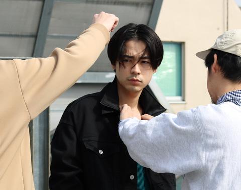 成田 凌が「ビームス」でセルフコーデしたブランドは?_メガスライダー