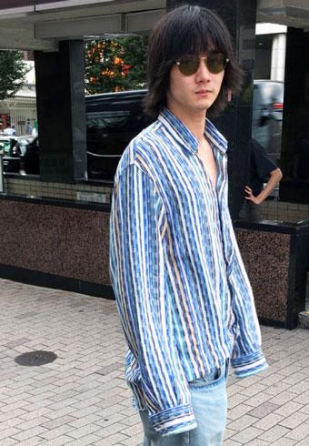 栁 俊太郎「サングラスと長袖が夏の僕のトレードマーク」_ホットトピックス