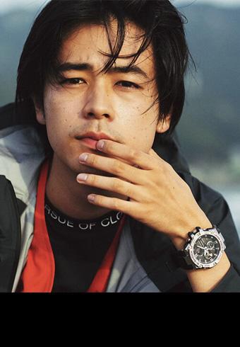 旅する成田 凌の腕にある時計は、新しい「G-SHOCK」_ホットトピックス