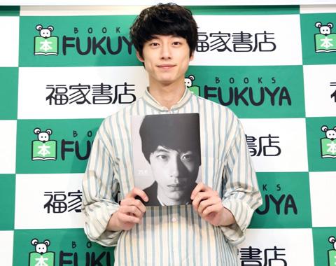 坂口健太郎ファースト写真集『25.6』が発売になりました!_メガスライダー