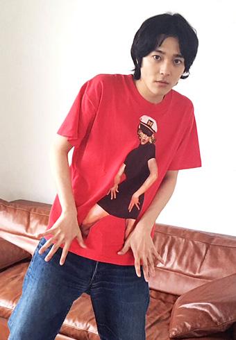 三宅亮輔「Tシャツコーデは僕が今年の一番乗りかな?」_ホットトピックス
