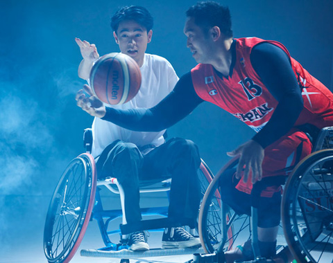 成田 凌が車いすバスケ日本代表とガチ対戦!_メガスライダー