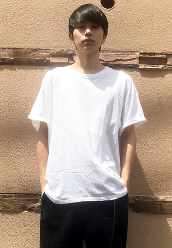 坂田秀晃「シンプルな夏コーデはサンダルで変化をつけます」_ホットトピックス