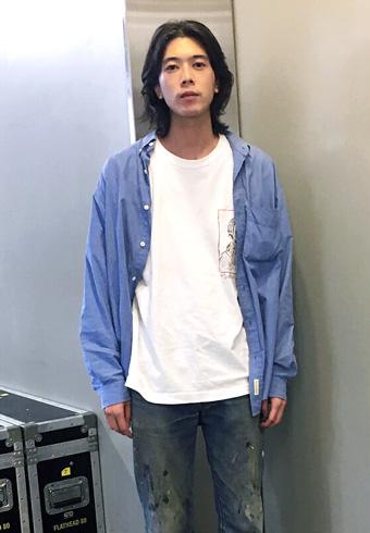 髙橋義明「Tシャツの上にシャツがちょうどいい季節」_ホットトピックス