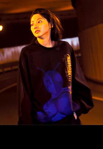 武田玲奈さんが着ているスウェットは… 仮面ライダー!_ホットトピックス