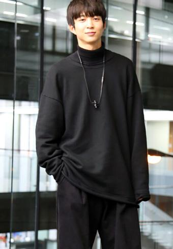 鈴木 仁「オールブラックです。珍しく、革靴を履いています」_ホットトピックス