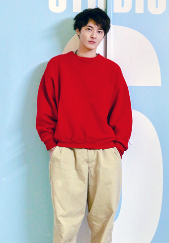 三宅亮輔「トップスは短め、パンツは太めが今の気分です」_ホットトピックス