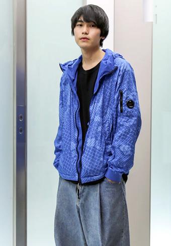 坂田秀晃「撥水加工のジャケットが、この時季は便利です!」_ホットトピックス