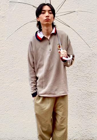 岸本ルーク「ベージュ系で統一、衿と靴もリンクさせています!」_ホットトピックス