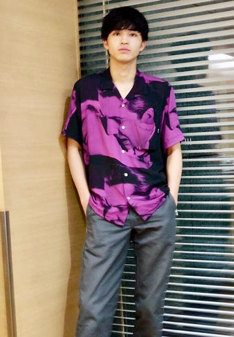 中田圭祐「派手なシャツを黒とグレーで着こなしました!」_ホットトピックス