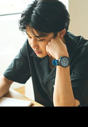 開衿シャツに似合う時計はこの「スウォッチ」新作!_ホットトピックス