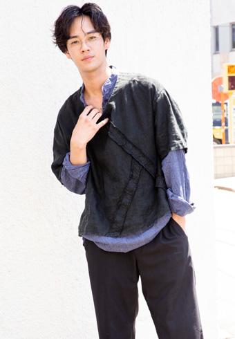 遠藤史也「バンドカラーシャツのレイヤードコーデです」_ホットトピックス