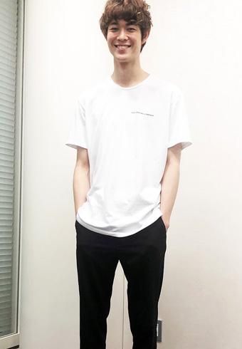 宮沢氷魚「Tシャツの背中も可愛いので見てください!」_ホットトピックス