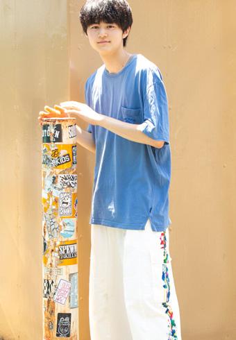 鈴鹿央士「今日のコーデの主役は韓国ブランドのパンツです」_ホットトピックス