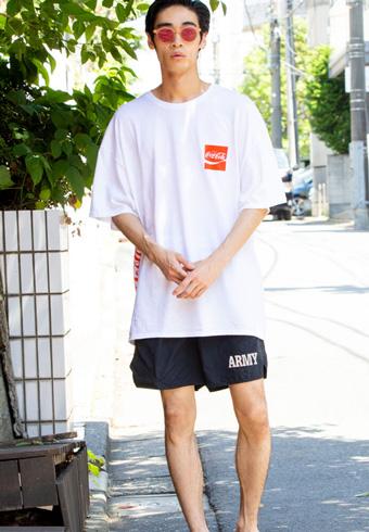 若林拓也「ビッグTシャツをリゾート風にコーディネート」_ホットトピックス