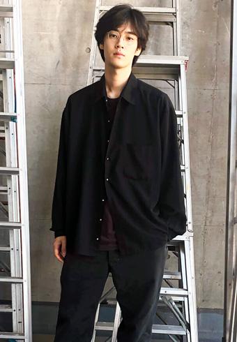 遠藤史也「丈とボタンを自分好みのシャツにリメイクしました!」_ホットトピックス