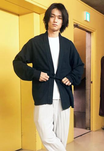 中川大輔「着物っぽいカーデが活躍する気候になって嬉しい!」_ホットトピックス