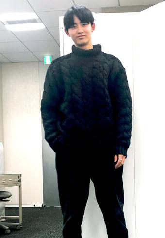豊田裕大「質感にこだわったオールブラックコーデです」_ホットトピックス