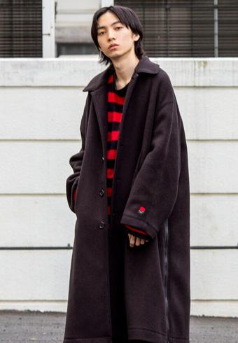 岸本ルーク「袖口の刺繍などディテールが魅力なコートです」_ホットトピックス
