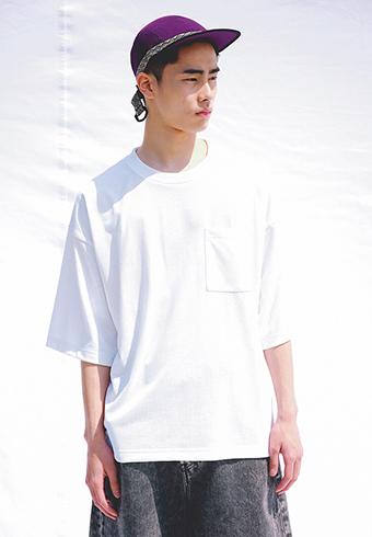 白Tシャツのコーデどうする?誰でも似合うおしゃれテク_ホットトピックス