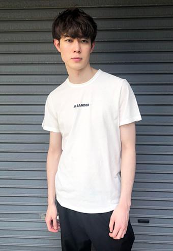 宮沢氷魚は快適さ重視!モデルのTシャツ選び_ホットトピックス